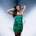 2. Ljubka smaragdna  Obleka, House of Deréon;  čevlji, Versace. (foto: Fotografije: Cliff Watts)