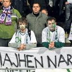 Slovenija: Majhen narod, a veliko srce, je pisalo na enem od navijaških transparentov. (foto: Goran Antley, Primož Predalič)