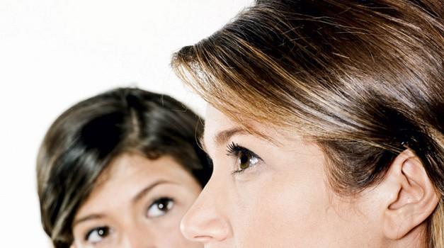 Ljubosumna na sestro? (foto: www.shutterstock.com)