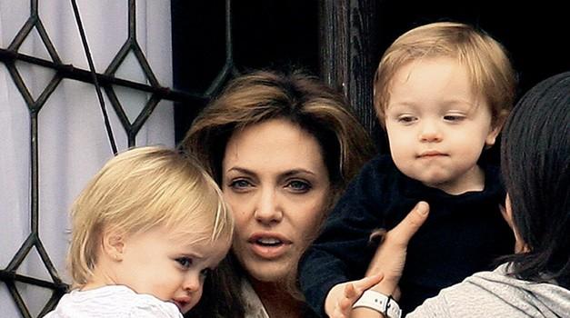 Angelina Jolie: 'Ritual rezanja me je delal živo' (foto: Story)