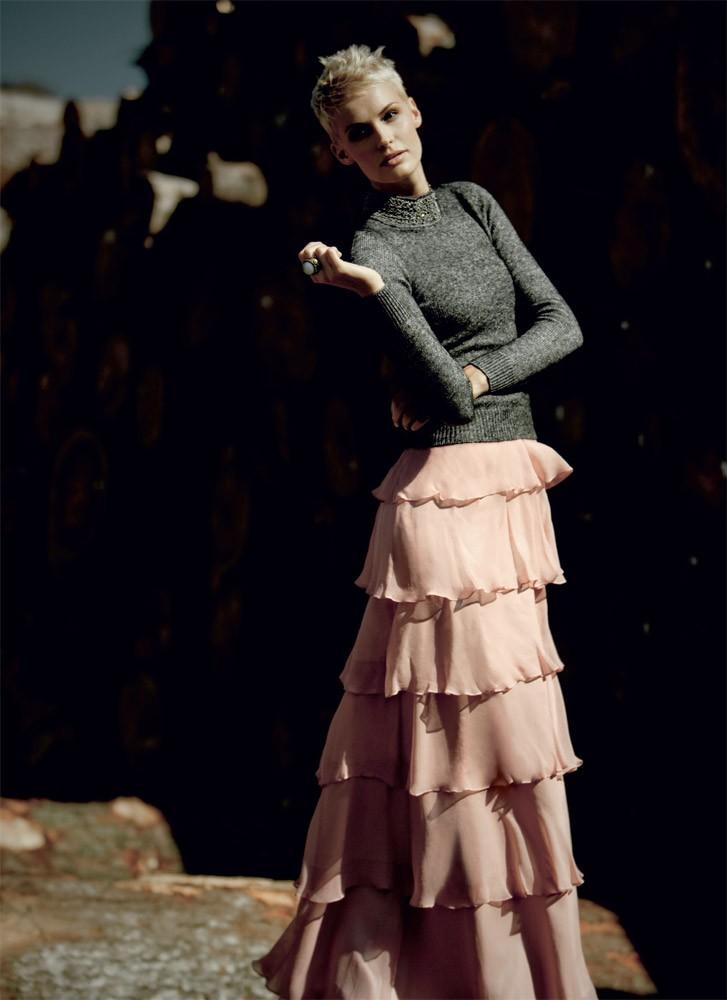 Jakna, Pinko (475 €); dolga obleka, Zara (29,95 €); kratka obleka, Promod (39,95 €). (foto: Mimi Antolović)
