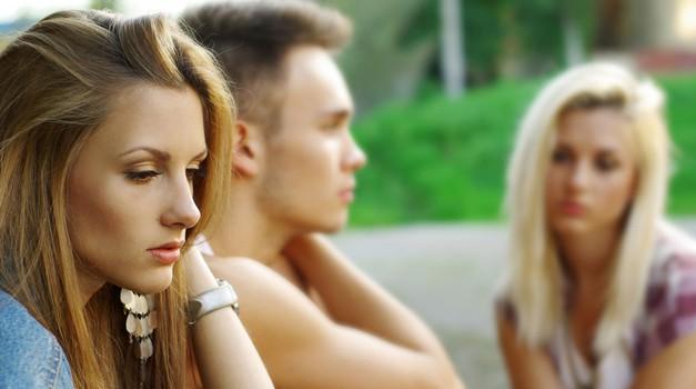 Te zvija v želodcu od ljubosumja? (foto: Shutterstock)