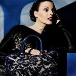 Nositi njene revije je (bila) velika čast tudi za najslavnejše manekenke, kot sta Linda Evangelista in Kate Moss.  (foto: story press)