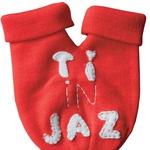 Topel stisk rok: Dotik ima svojo moč in z valentinovim mufkom oziroma rokavičko za dva tudi mraz ne pride do živega zaljubljenim rokam. http://zvegi.blogspot.com (foto: osebni arhiv ustvarjalk, Petra Cvelbar)