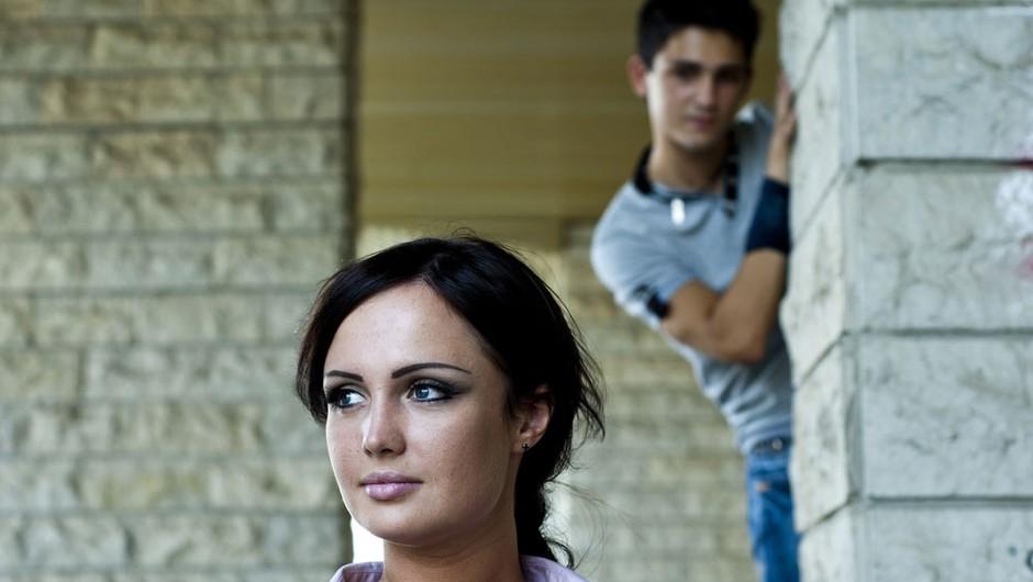 Izdajalski pogled: Do konca razkrinkan (foto: Shutterstock)