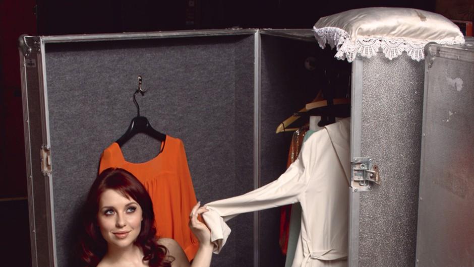 Oblačila: obleka D&G, Sportina XYZ; prstan H&M; čevlji Top Shop, Emporium (foto: Story)
