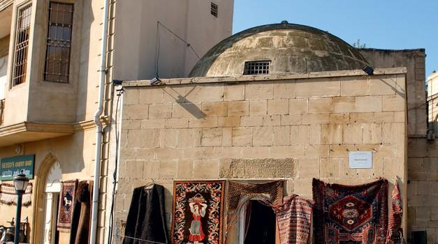 Ko prideš v stari del Bakuja, stopiš v drug čas. To je kraj, kjer se sprostiš in spočiješ. (foto: Shutterstock, arhiv cosmopolitana)