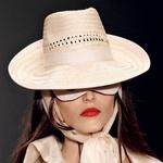 Modna zapoved: Klobuk za trendi klobučnice (foto: Story press)