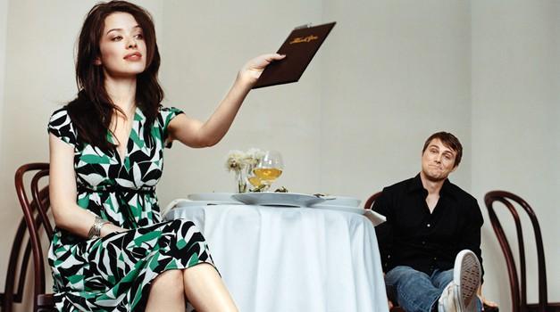 Kdo naj po prvi romantični večerji plača račun?