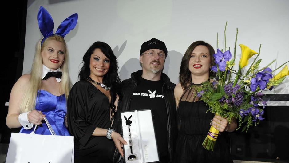 Lanskoletno dekle leta, urednik Borut Omerzel in letošnja zmagovalka Sara Merčnik (foto: Primož Predalič)