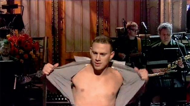 Kot gost šova Saturday Night Live je brez sramu izvedel striptiz in se pošalil, da je med občinstvom prepoznal nekaj nekdanjih strank. (foto: story Press)