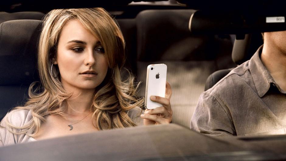 Odgovoriti ali ne odgovoriti na njegov SMS? (foto: Eric Ray Davidson, Chris Clinton, Profimedia.si, Fox, Shutterstock)