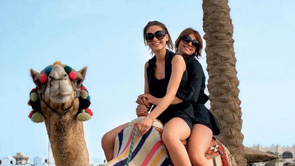 Nives Orešnik je v Egiptu jahala kamelo... (foto: Osebni arhivi)