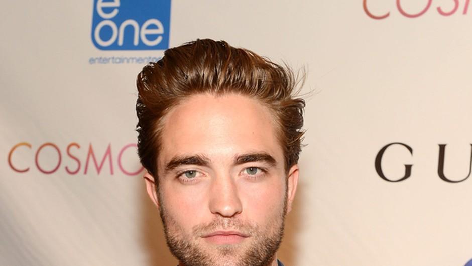 Robert Pattinson se postavlja na noge