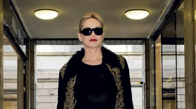 Igralka Sharon Stone v Corso Como, Milano (foto: Goran Antley)
