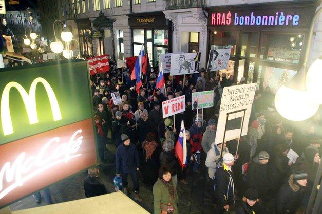 Fotogalerija z vseslovenske vstaje in protestivala v Ljubljani (foto: Goran Antley)