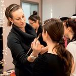 Ličenje je bilo ena sama zabava. Za vizažistki iz Make Up Artista so imela dekleta kup vprašanj. (foto: Alex Štokelj)