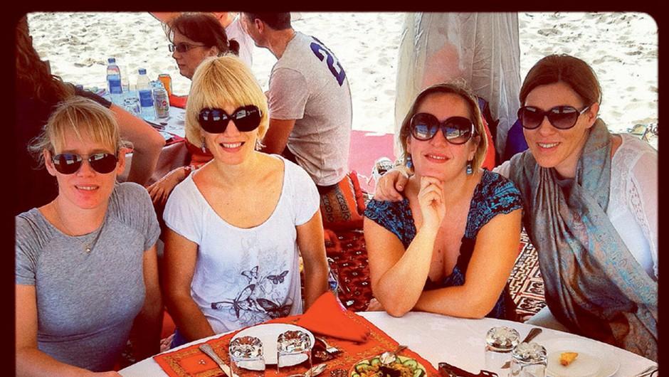 1. V Omanu ob pravem morskem zraku uživale z Niveo.  (foto: arhiv Cosmopolitana)