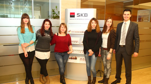 Cosmo novinarke na delovnem obisku v SKB (foto: Aleš Pavletič)