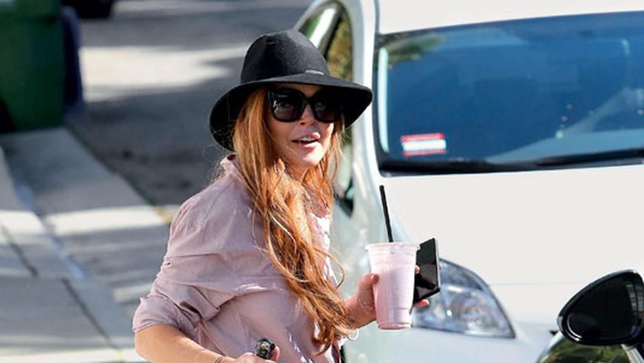 Lindsay Lohan brede iz težave v težavo (foto: Profimedia)