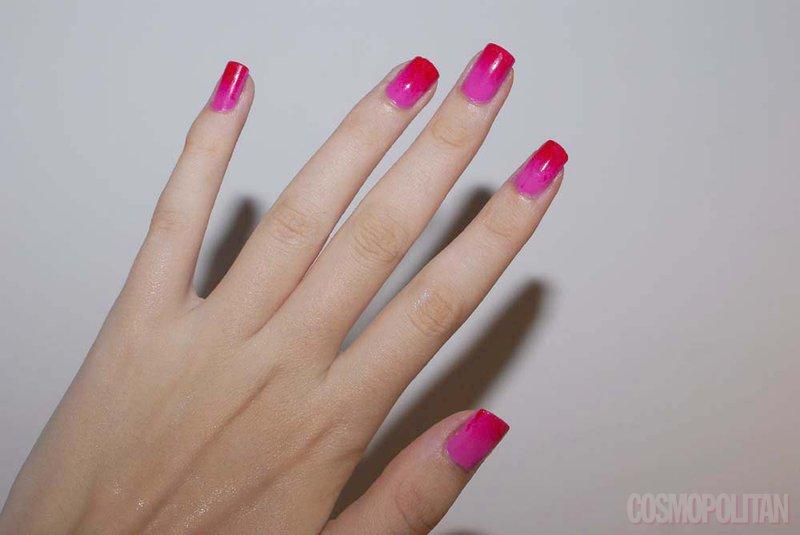Učinek prelivajoče barve dosežeš z dvema lakoma, nadlakom in gobico.