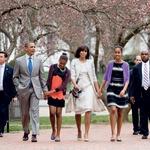 """Še preden je Barack postal predsednik, je skupaj z Michelle v en glas zagotavljal: """"Naj bo v naši ali pa v Beli hiši, dekleti bosta vedno središče najinega sveta. Poskrbela bova, da bosta varni in da bosta odraščali v čim mogoče normalnem okolju."""" (foto: Shutterstock, Getty Images, Profimedia)"""