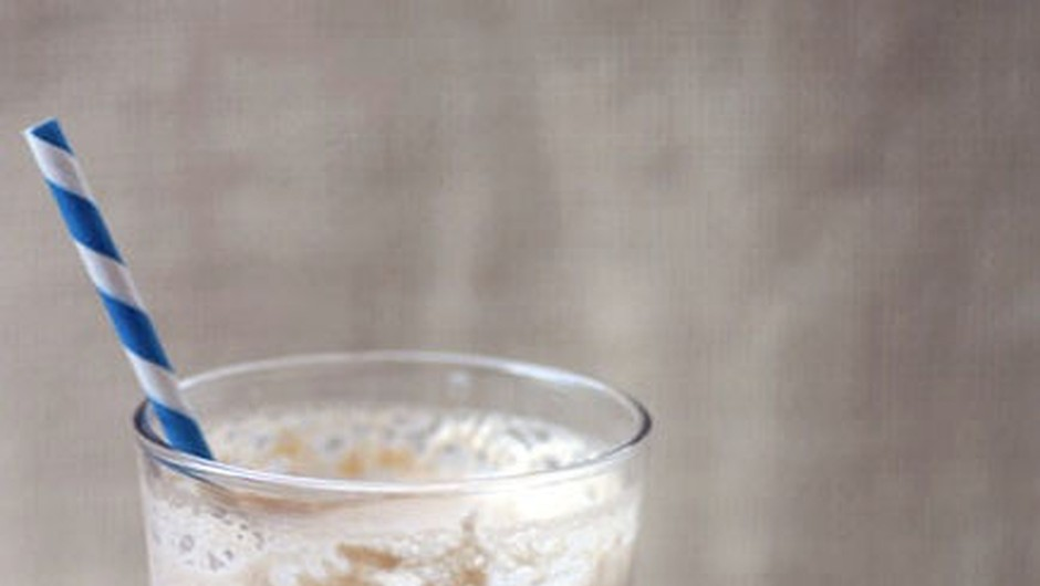 Smoothieji so zdrava malica, polna vitaminov, ki jih potrebuješ za naporen dan! (foto: Foter.com)