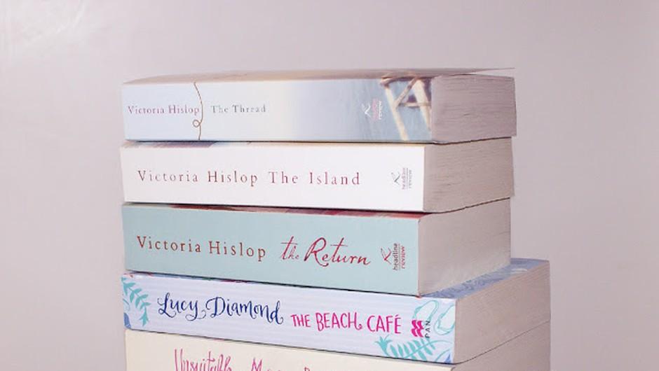 Če iščeš predloge za poletno branje, si prišla na pravo mesto! (foto: Živa Gedei)