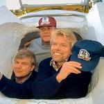 S Stevom Fossettom in tudi Perom Lindstrandom je z balonom na vroči zrak že večkrat neuspešno poskušal obleteti zemeljsko oblo. (foto: Red Dot in Rex Features)