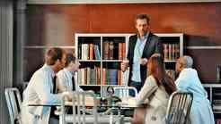 Hugh Laurie: Petje je kot vožnja z bentleyjem
