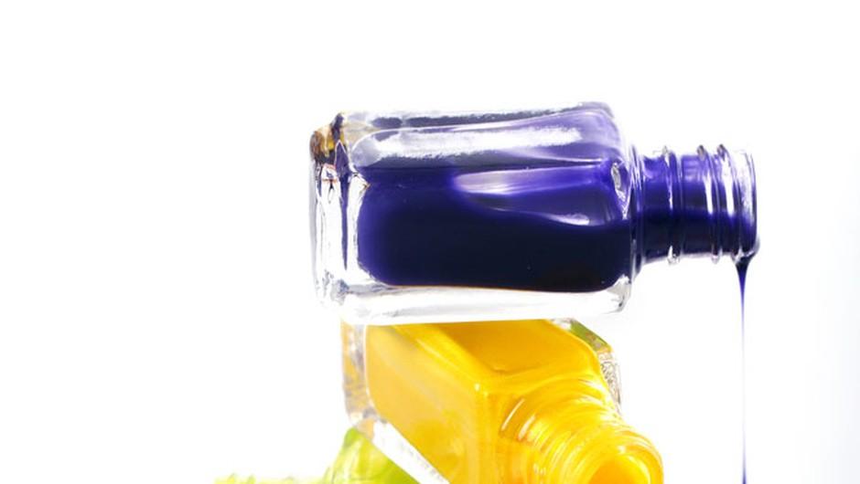 Barvni koktajl na tvojih nohtih (foto: Shutterstock, primož predalič)