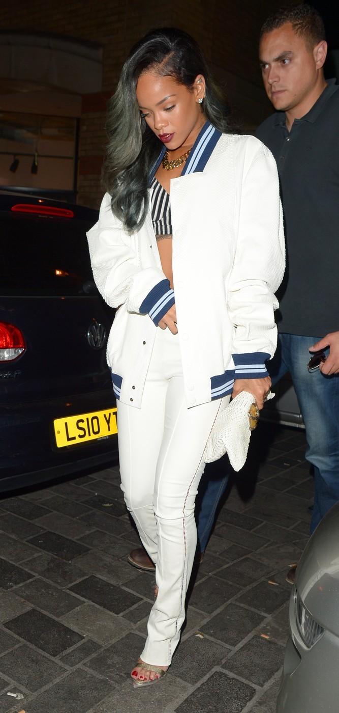 Rihanna v belem (foto: profimedia)