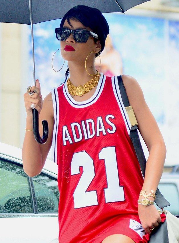 Rihanna v košarkaškem duhu (foto: profimedia)