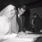 """""""Vadim je bil moj učitelj in moj mož. Popolnoma sem se mu prepustila,"""" je nekoč izjavila o svojem prvem soprogu, režiserju Rogerju Vadimu, s katerim je tudi po ločitvi ostala v prijateljskih in poslovnih odnosih. (foto: Profimedia)"""