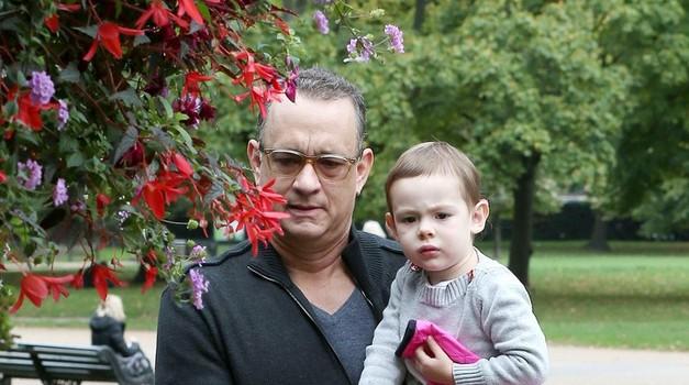 Tom Hanks s svojo vnukinjo. (foto: profimedia)