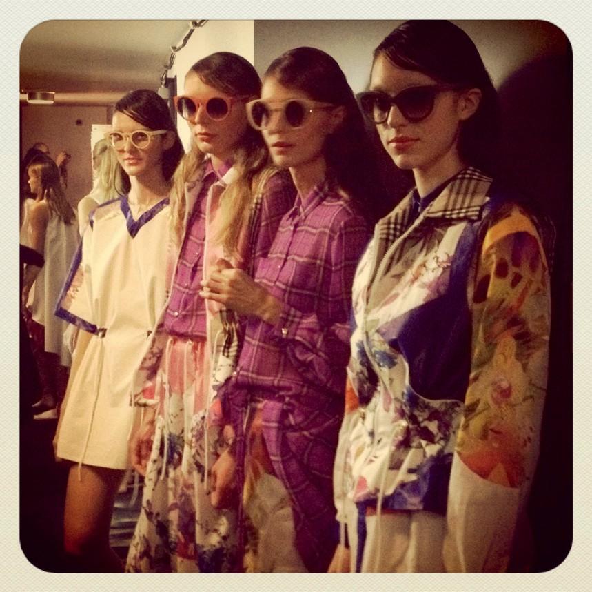 1. Brskale med najlepšimi stajlingi v zakulisju Fashion Weeka Aquafresh. (foto: cosmo uredništvo)