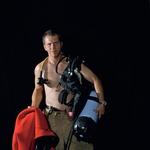 Kranjski gasilci s seksi koledarjem za invalidski voziček (foto: Tina Dokl)