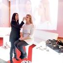 Dekleta so se prepustila spretnim rokam in nasvetom umetnice ličenja za MaxFactor Tine Fabjan.