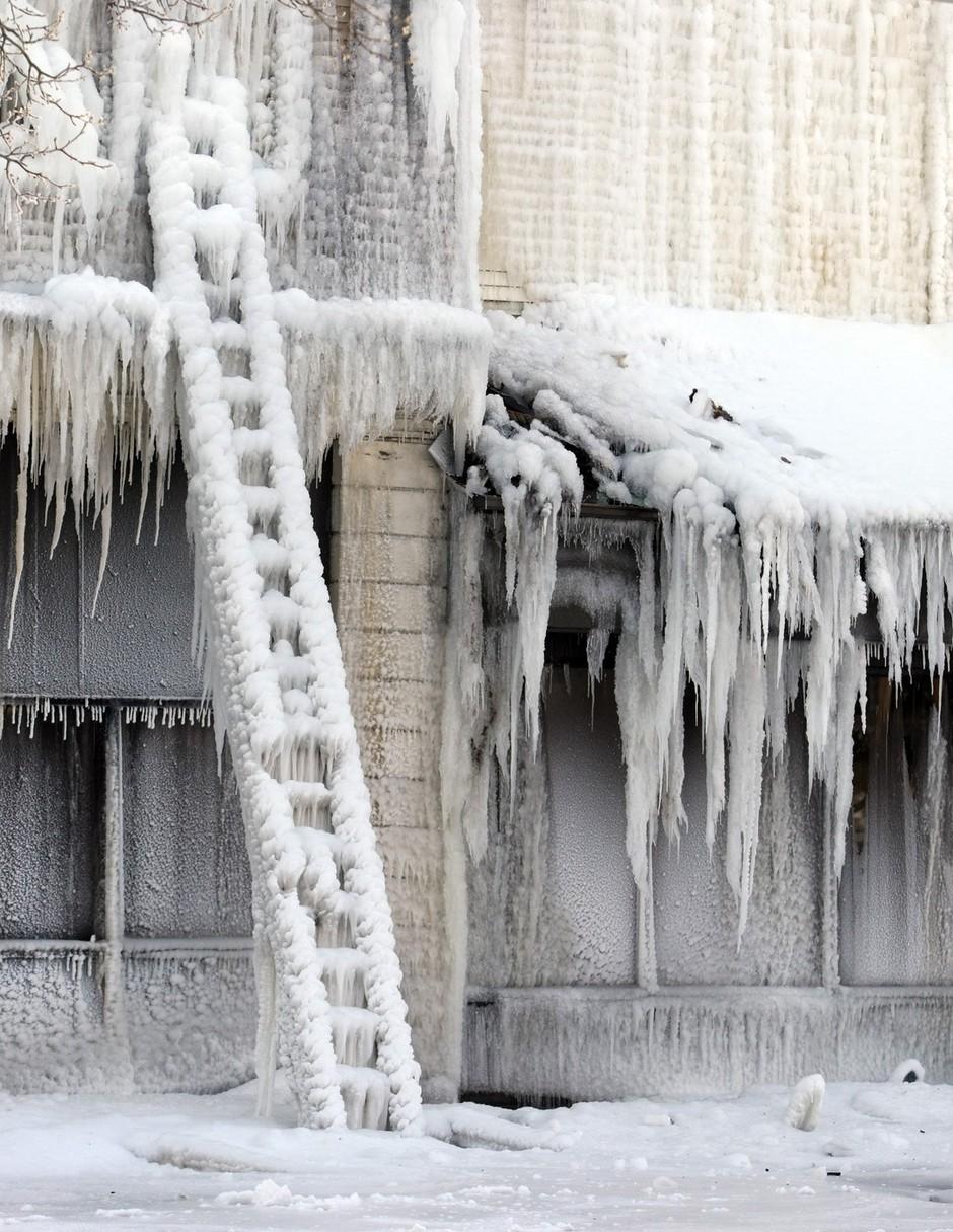 Fotografije v led ujetega večjega dela ZDA (foto: profimedia)