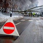 Zaprta cesta, gasilci na delu! (foto: Aleš Pavletič)