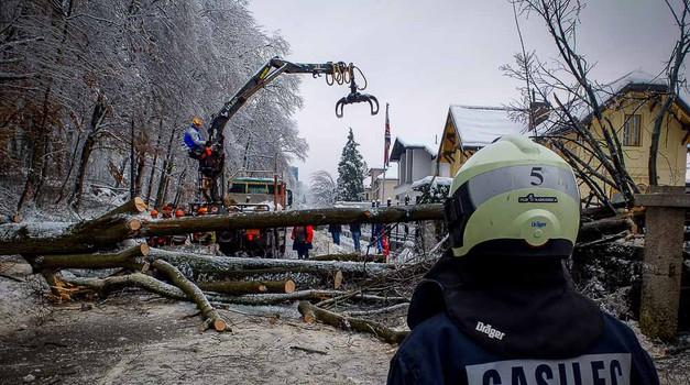 Slovenija se počasi postavlja na noge - tudi s pomočjo gasilcev! (foto: Aleš Pavletič)
