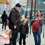 V 15-letnem razmerju z Mimi so se mu rodili trije otroci, sin Cooper ter hčerki Tallulah in Willa.  (foto: Profimedia, Getty Images, Splash News)