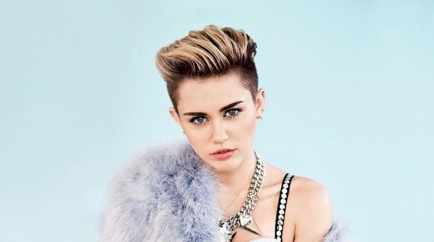 5 stvari, ki jih nisi vedela o Miley Cyrus (foto: Peter Pedonomou)