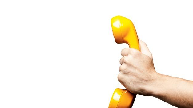 Prosil te je za telefonsko, zdaj se je pa vdrl v zemljo? (foto: shutterstock)