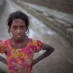 Ayesha je stara 13 let in dela v proizvodnji opek. (foto: profimedia)
