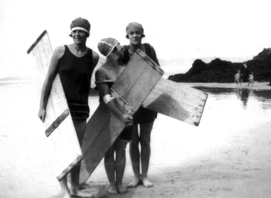 Prvi surferji, North Cornwall, 1919 - dotične fotografije so danes del poletne razstave, ki jo gosti Museum of British surfing. (foto: profimedia)