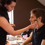 Barbara Fartek je na uradnem fotografiranju finalistov poskrbela za popolno masko.  (foto: Luka Brataševec)
