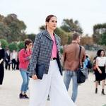 Široke hlače in 7/8 dolžina so modna poslastica. (foto: Profimedia, Primož Predalič)