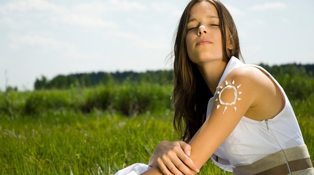 Učinkovita zaščita pred soncem varuje pred melanomom (foto: profimedia)