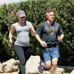 Po ločitvi se je zapletla v kratkotrajno afero z igralskim zvezdnikom Seanom Pennom.  (foto: Profimedia)